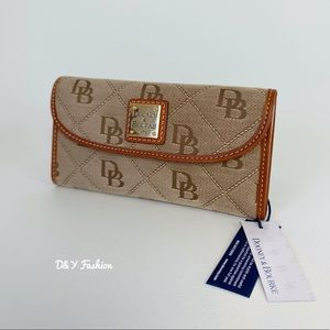 DOONEY & BOURKE  MAXI QUILT CONTINENTAL CLUTCH